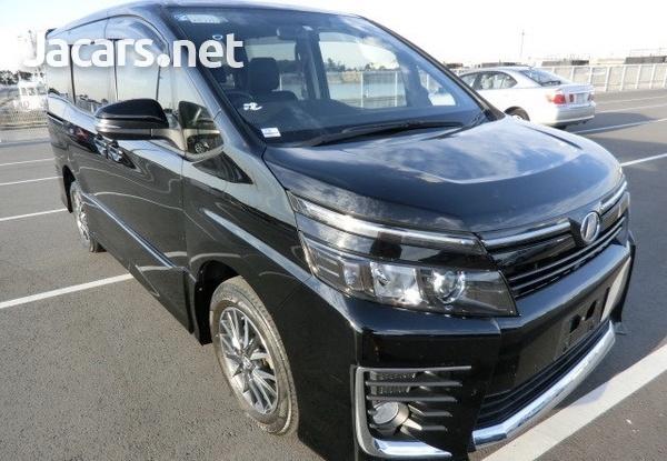 Toyota Voxy 1,9L 2014-5
