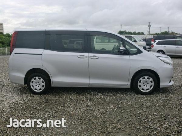 Toyota Noah 1,9L 2015-8