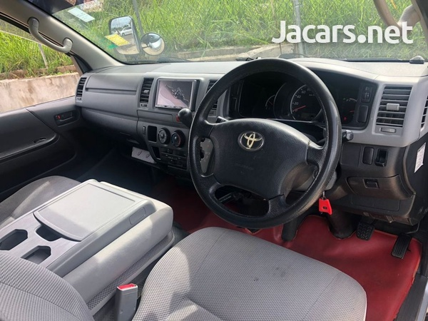 Toyota Hiace 2,7L 2009-6