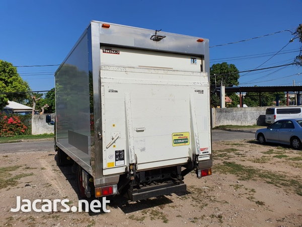 Isuzu Box Body Truck 4,7L 2007-6