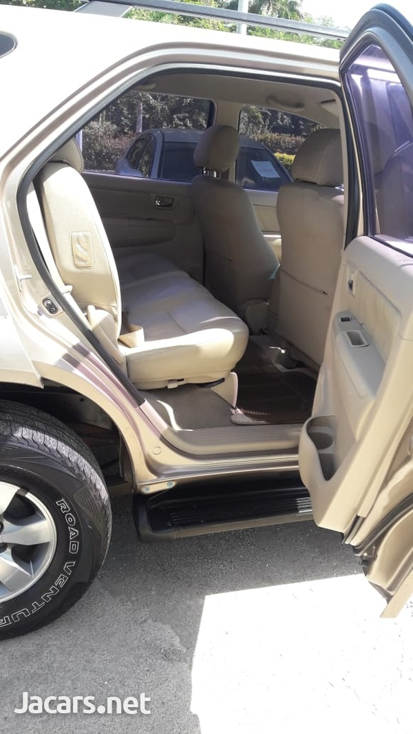 Toyota Fortuner 2,7L 2008-6