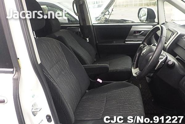 Toyota Voxy 2,0L 2012-3
