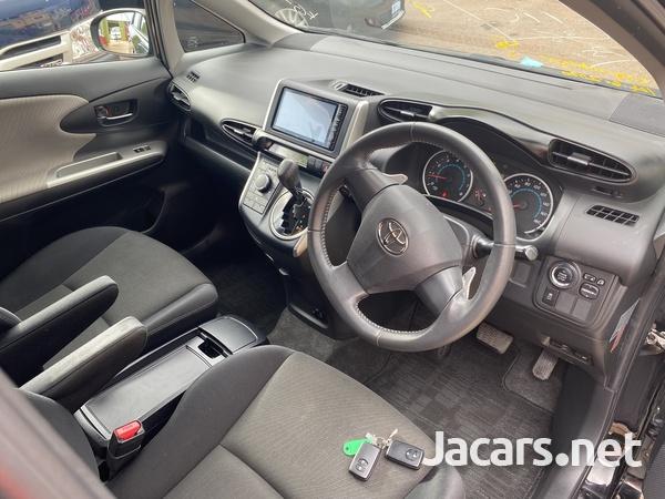 Toyota Wish 2,0L 2011-9