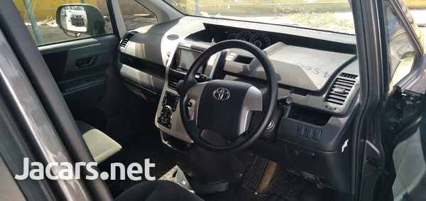 Toyota Voxy 1,8L 2012-11