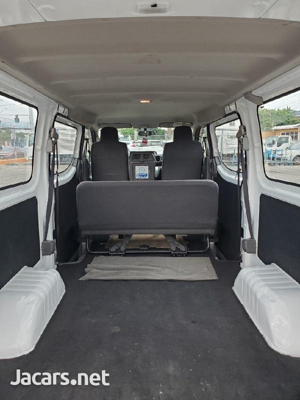 Nissan Caravan 2,0L 2015-6
