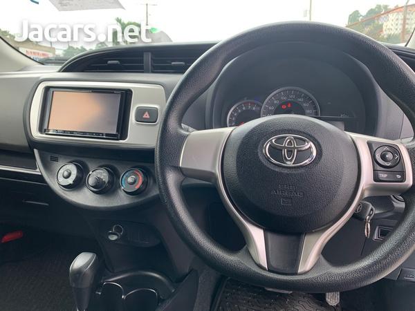 Toyota Vitz 1,3L 2014-9