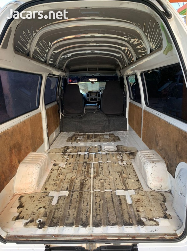 Nissan Caravan 2,0L 2012-6