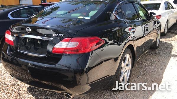 Nissan Fuga 2,5L 2012-4