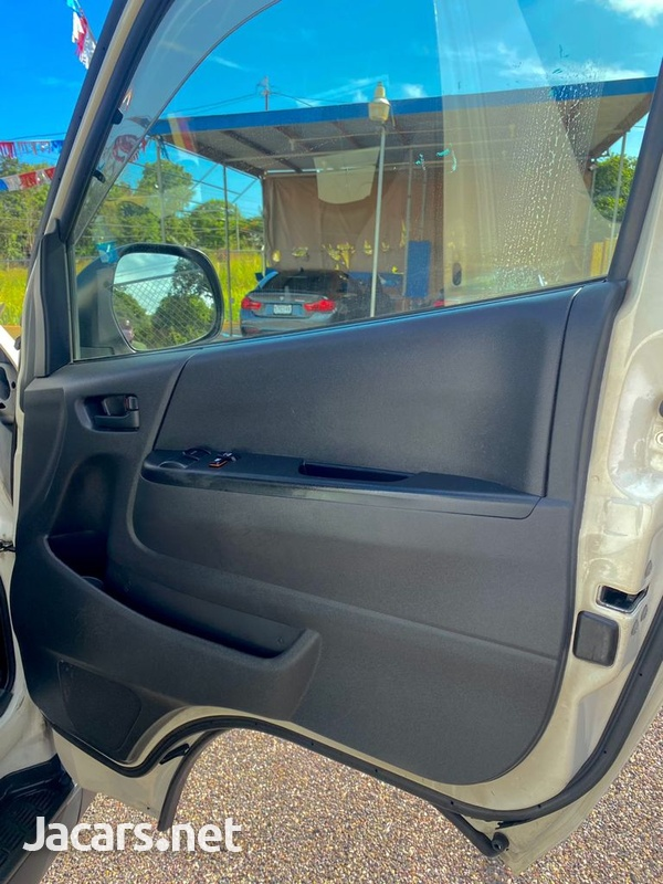 Toyota Hiace 2,5L 2012-3