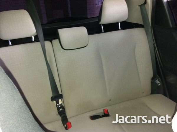 Toyota Vitz 1,3L 2012-6