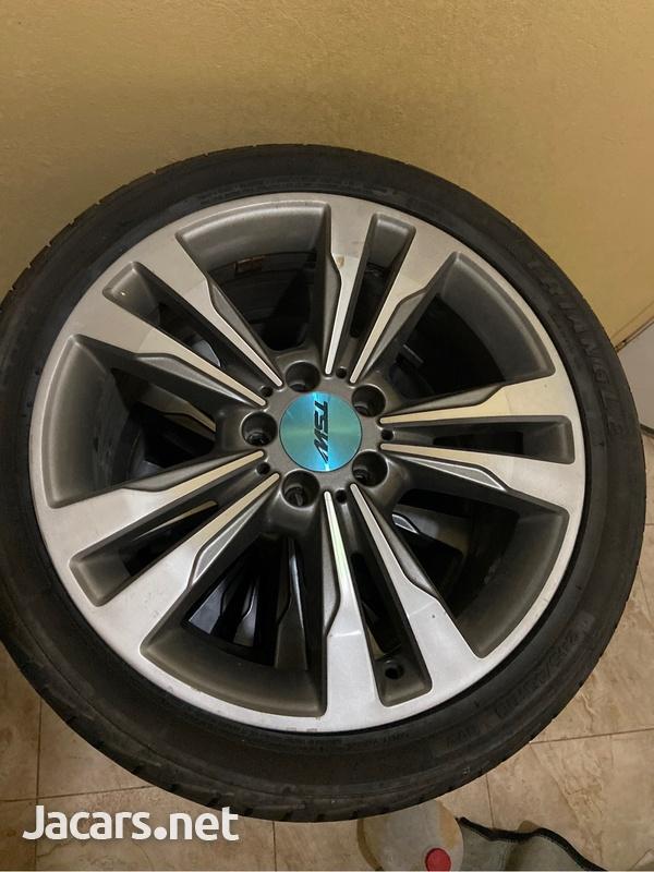 Stock Mercedes Benzrims-3