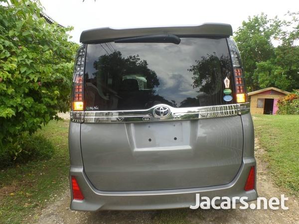 Toyota Voxy 2,0L 2016-6