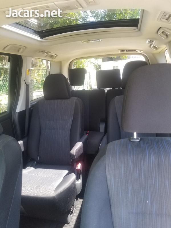 Toyota Voxy 2,0L 2011-5