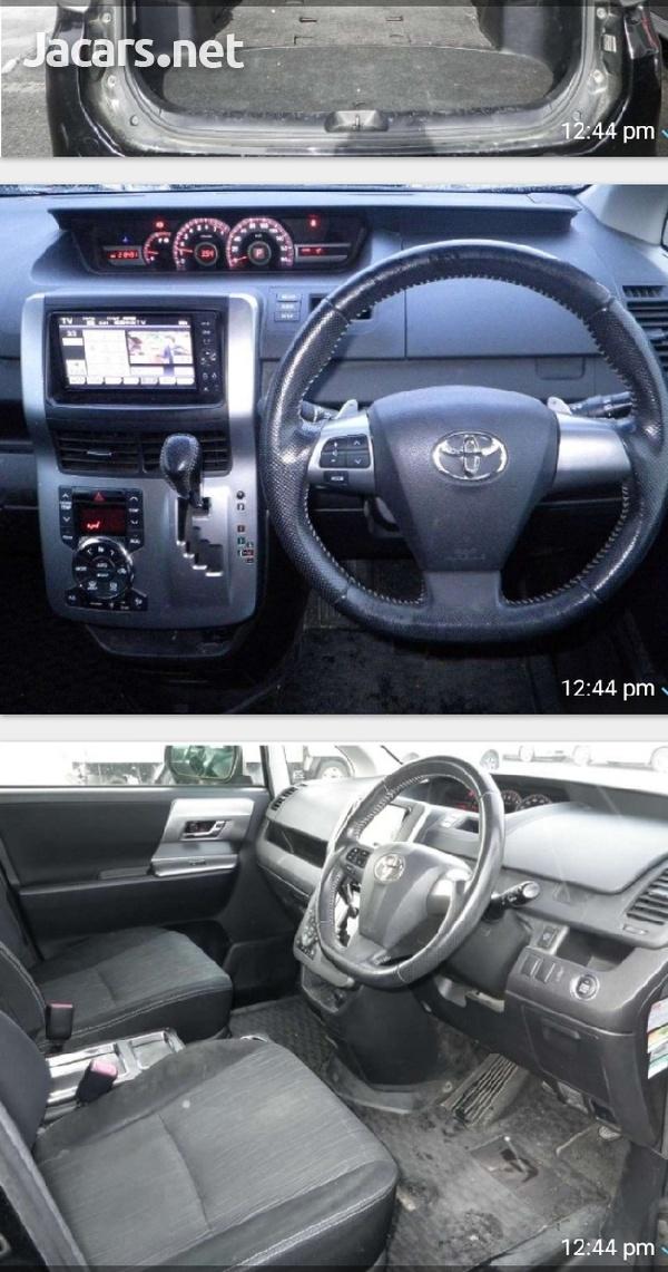 Toyota Voxy 1,8L 2012-3