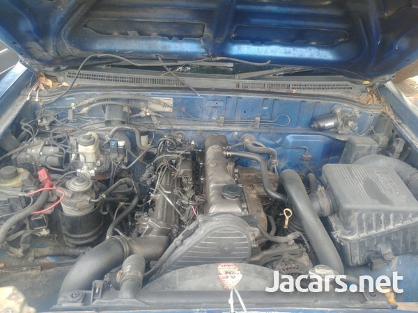 Mazda B-Series 2,5L 2010-8