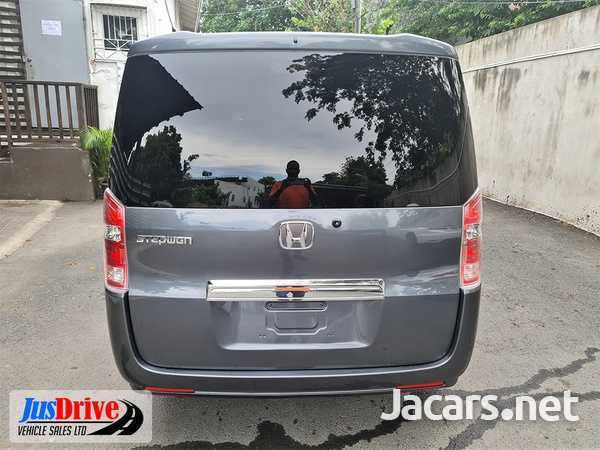 Honda Stepwgn 2,0L 2010-5