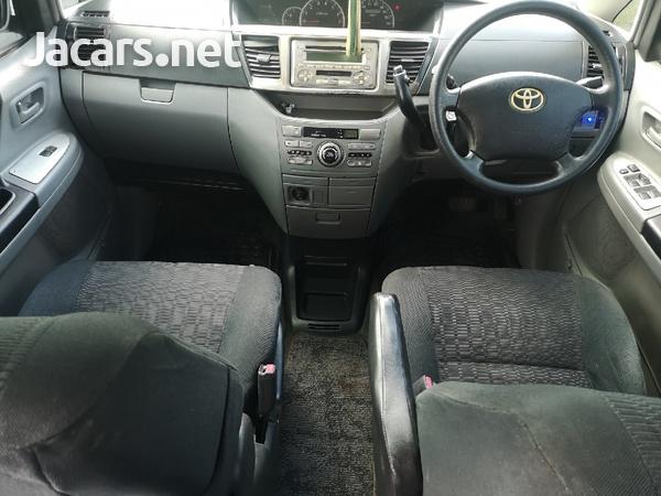 Toyota Voxy 2,0L 2004-3