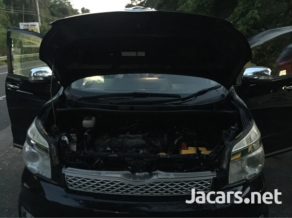 Toyota Voxy 2,0L 2013-1