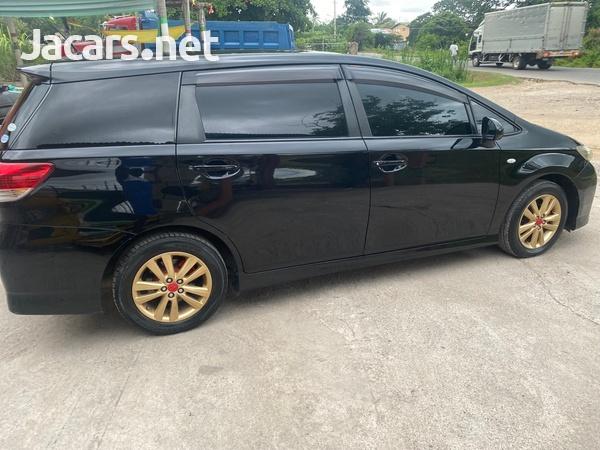 Toyota Wish 2,0L 2010-4