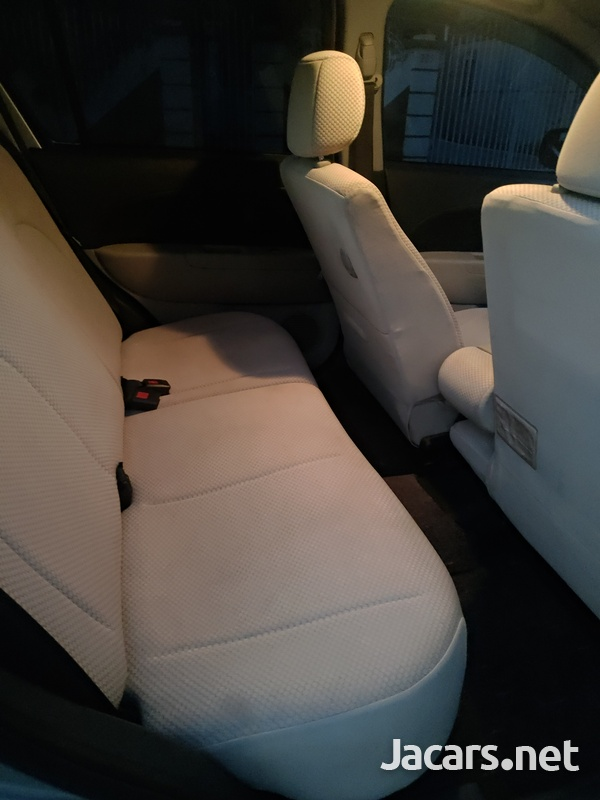 Toyota Passo 1,0L 2010-5