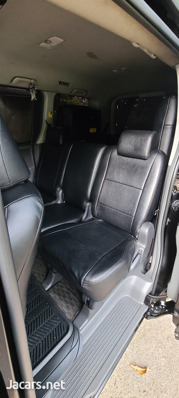 Toyota Voxy 2,0L 2009-7