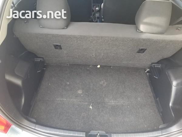 Toyota Vitz 1,0L 2012-8